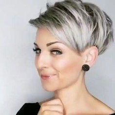 The 77 Hottest Short Pixie Cut Hairstyles You'll See Trending in 2019 - Frisuren Short Messy Haircuts, Latest Short Hairstyles, Bob Hairstyles For Thick, Pixie Hairstyles, Trendy Hairstyles, Short Hair Styles Easy, Short Hair Cuts, Pixie Cuts, Short Curls