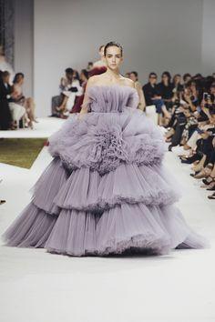 Runway: Giambattista Valli Fall 2016 Couture, Paris