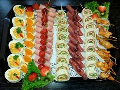 Nice food trays for party Chef Knows Best catering Party Snacks, Appetizers For Party, Appetizer Recipes, Party Food Platters, Food Trays, Party Trays, Party Buffet, Cheese Platters, Meat Trays