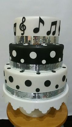 Bolo Musical, Bolo Fack, Sparkly Cake, Disco Party, Musicals, Desserts, 30th Birthday Cakes, 25th Anniversary Cakes, Disco Theme Parties