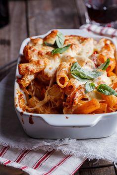 Everyone needs a good pasta bake recipe and this easy, cheesy chicken Parmesan pasta bake is a guaranteed winner!