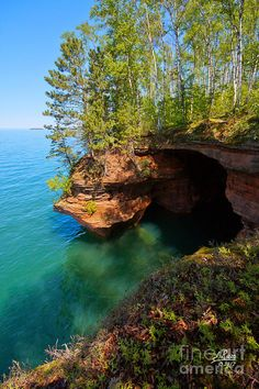 Kayak through the Apostle Islands Sea Caves on the shorelines of Lake Superior WI. This place look beautiful! Beautiful World, Beautiful Places, Beautiful Scenery, Places To Travel, Places To See, Lake Superior, Kayaking, Canoeing, Vacation Spots