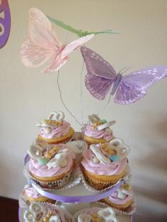 Pretzel Butterfly Cupcake Toppers ~ dipped in almond bark, white chocolate, or candy melts