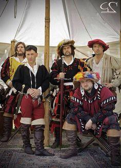 De vaandrigen (vaandrig, bevelhebber/kapitein) van een huurlingen compagnie Renaissance Clothing, Historical Clothing, Conquistador, Mens Garb, German Costume, German Outfit, Larp Armor, Costume Armour, Vikings