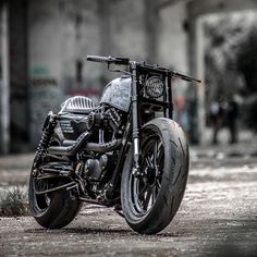 Hooligan Tactics: A pixel-perfect Harley Forty-Eight by Rough Crafts. Harley Davidson 48, Harley Davidson Knucklehead, Harley Bobber, Harley Davidson Motorcycles, Vintage Motorcycles, Custom Motorcycles, Custom Bikes, Harley 48, How To Paint Camo