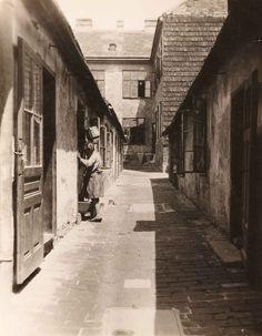 Edith Tudor Hart, Elendsquartier – Hinterhof in Wien-Erdberg um 1930, Fotomuseum WestLicht, Wien Tudor, Walter Gropius, Museum, Vienna, Old World, History, Gallery, Nature, Pictures