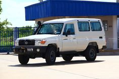 TOYOTA LAND CRUISER 70 WAGON