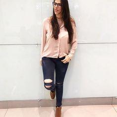 Heyy povo amado! O look pré-feriado (com chuva) foi o básico jeans destroyed by me, camisa e botinha! Viu como é fácil renovar o guarda-roupa pega um jeans e bora rasgar!!✂️✏️ Bjuss #blogdabettina #style #love #instalove #instafashion #digitalinfluencer #fashionblogger #blogger #streetstyle #street #fashionista #ootd #outfitoftheday #lookdodia #looktrabalho #officelook #office #style #fashionstyle #instablogger #blogger #details #fashionstyle #fashionista #businesswoman #diy #choker