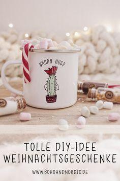 Geschenke aus der Küche. Schöne und kreative Geschenke zu Weihnachten. Weihnachtsgeschenke selber machen. Individuelle und kreative Geschenkidee zum Selbermachen. Heiße Schokolade mit Marshmallow Rezept. Geschenke hübsch verpacken. Freebie Aufkleber. Geschenke einfach selber machen. #weihnachten #weihnachtsgeschenke #hotchocolate  #weihnachtsbäckerei  #geschenke #küche #rezepte  #geschenkeverpackung #diy #bastelidee #geschenkidee #selbermachen #verschenken