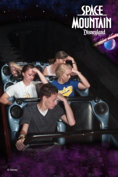 Epic Space Mountain Photo! Tebowing! Space Mountain, Mountain Photos, Disney Humor, Draw The Squad, Disneyland, It Cast, Earth, Guys, Funny