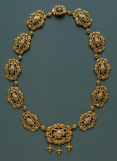 Portuguese Necklace - gold and esmale. Antique Necklace, Antique Jewelry, Vintage Jewelry, Enamel Jewelry, Jewelry Art, Gold Jewelry, Gold Jewellery Design, Ancient Jewelry, Royal Jewels