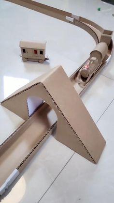 Cardboard Train, Cardboard Box Crafts, Cardboard Toys, Paper Train, Diy Crafts Hacks, Diy Home Crafts, Diy Crafts Videos, Diy Crafts For Kids, Train Crafts