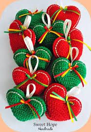 67 Super Ideas For Crochet Heart Ornament Tutorials – Carolyn Staton - Crochet Crochet Christmas Decorations, Christmas Crochet Patterns, Crochet Decoration, Crochet Ornaments, Holiday Crochet, Christmas Crafts, Christmas Christmas, Diy Crochet, Crochet Crafts