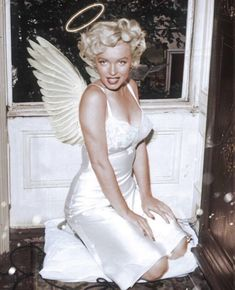 Old Hollywood Glamour, Vintage Hollywood, Types Of Aesthetics, Elie Saab Fall, Rose Perfume, Photo Wall Collage, Norma Jeane, Aesthetic Photo, Couture Collection