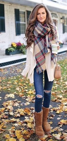 Fashionable scarves for winter outfits 30
