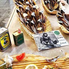"18 Gostos, 1 Comentários - Marta 💐 Marco 💐 Cloé 💐 (@suitcasefor3) no Instagram: ""Nazaré Fish Market, Nazaré, Portugal 🇵🇹 Nazaré typical food dried and salted horse-mackerel 🐟 #trip…"""