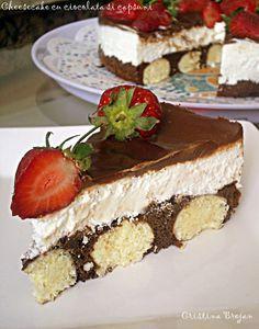 Azi va ispitesc cu un cheesecake absolut delicios, o combinatie de crema fina de branza, ciocolata alba, ciocolata neagra si capsu. Romanian Desserts, Food Cakes, Cheesecakes, Cake Recipes, Sweet Treats, Good Food, Food And Drink, Sweets, Homemade