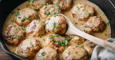 Aujourd'hui, on cuisine des boulettes de poulet dans une sauce crémeuse! MIAM