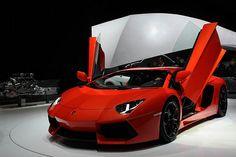 ขอคันนี้เอาไว้ขับวันอาทิตย์ Source: Flickr / desvarenne_d  #Lamborghini #Aventador #luxury #the good life