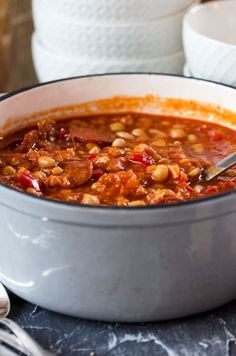 Rancho Canario - Canarian stew with chickpeas, beans .- Rancho Canario – Canarian stew with chickpeas, beans, bell pepper and chorizo. Wonderfully spicy, warming and filling! Dutch Recipes, Spicy Recipes, Baby Food Recipes, Soup Recipes, Cooking Recipes, Chorizo, Mexican Dinner Recipes, Frijoles, Winter Food