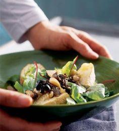 Lämmin sienibrusetta-salaatti, tietysti ilman brusettaa