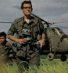 Larry Burrows born 29 May 1926 in London and killed in action 10 February 1971 in Laos, was an English photojournalist best known for his pictures of the American involvement in the Vietnam War. Laos, The Dark Side, Day Date President, Arte Robot, Vietnam War Photos, North Vietnam, Afghanistan War, War Photography, Famous Photographers