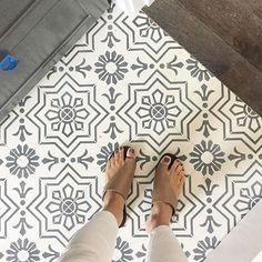 Counting down to the new year, only 4 more days & another fan favorite is this tile installation from this past summer, coming in at - who doesn't love a good floor shot? (especially when it showcases happy 👣) Builder: Fall Wallpaper, Trendy Wallpaper, Home Wallpaper, Kitchen Trends 2018, Welcome To My House, Home Remodeling Diy, Modern Farmhouse Bathroom, Construction, Handmade Tiles
