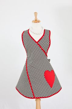 Queen of Hearts Apron - Vintage Kitchen Apron,Black Check Red Heart Pocket…