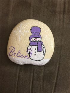 Painted Rocks Craft, Hand Painted Rocks, Painted Stones, Pebble Painting, Tole Painting, Pebble Art, Christmas Tree Painting, Christmas Rock, Christmas Crafts