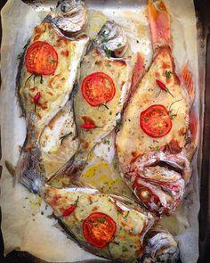 Рыба в картофельной корочке с ароматными травами в духовке. Рецепт на сайте:) / Dentice e occhiate con patate al forno #ellamartino #food #foodporn #pesce