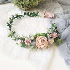 Perfect bridal blush crown! Use it for your wedding, photoshoot or other celebrations. Very nice colors ❤ Made with paper flowers, preserved eucalyptus, died baby breath and faux greenery. The size of the wreath is adjustable with the ribbon. Lightweight and durable. The item will be