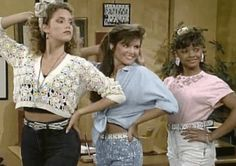 When we look back on our favorite TV shows from the sometimes it's the romances that stick out, like Zack and Kelly or Rachel and Ross — but what School Tv, Old School, High School, Zebras, Look 80s, Love The 90s, Elizabeth Berkley, 80s Fashion, Fashion Trends