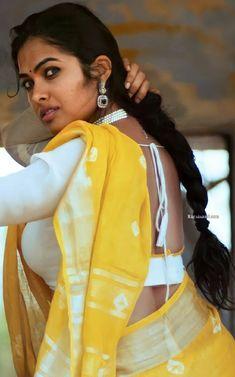 Beautiful Blonde Girl, Beautiful Girl Indian, Beautiful Indian Actress, Cute Beauty, Beauty Full Girl, Beauty Women, Indian Beauty Saree, Indian Sarees, Saree Poses