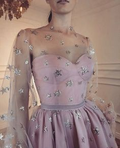 Red Carpet Fashion, Fashion News, Women's Fashion, Couture Fashion, Star Fashion, Glitter Stars, Silver Stars, Pretty Outfits, Pretty Dresses