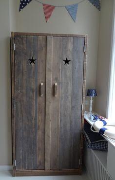 stoere steigerhouten kledingkast voor in de slaapkamer
