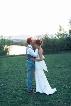 Sunset Summer Wedding Photography Poses / Ideas with Bride and Groom  #sunset #bride #groom #sunset #photo #poses
