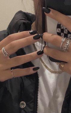 Rings and black nails - ChicLadies.uk, Diy Abschnitt, Rings and black nails - ChicLadies. Cute Acrylic Nails, Cute Nails, Pretty Nails, Glitter Nails, Mode Inspiration, Nails Inspiration, Stars Nails, Mode Blog, Dream Nails