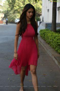 New bollywood fashion Indian Bollywood Actress, Bollywood Girls, Beautiful Bollywood Actress, Bollywood Fashion, Beautiful Actresses, Indian Actresses, Beautiful Girl Indian, Most Beautiful Indian Actress, Gorgeous Women