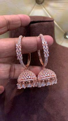 Indian Bridal Jewelry Sets, Indian Jewelry Earrings, Fancy Jewellery, Jewelry Design Earrings, Gold Earrings Designs, Gold Jewellery Design, Stylish Jewelry, Wedding Jewelry, Gold Jewelry
