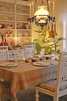 VIBEKE DESIGN: Long december night..... LOVE that grain sack tablecloth!