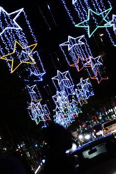 Encesa de llums de #nadalbcn al carrer Creu Coberta.