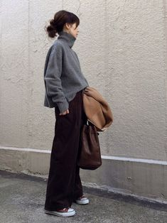 architecture minimaliste less is Japan Fashion, Look Fashion, Korean Fashion, Autumn Fashion, Japanese Winter Fashion, Japanese Minimalist Fashion, Minimal Outfit, Minimal Fashion, Mode Outfits