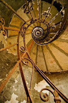 spiral stairs and glorious rust Abandoned Buildings, Abandoned Places, Stair Steps, Stairway To Heaven, Wabi Sabi, Stairways, Belle Photo, Architecture Details, Swirls