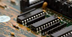 Cómo actualizar el BIOS de una computadora HP. Hewlett-Packard produce una serie de computadoras de escritorio y portátiles. Diferentes modelos utilizan diferentes componentes internos como la memoria, placas base y tarjetas de video. Una vez conocido el número de modelo de HP, puedes ir a la página en línea de Descargas de HP para actualizar tu PC. Una pieza de software que suele pasarse por ...
