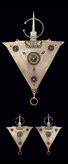 Morocco | Pair of fibula ~ tizerzaï n taouka ~ silver and enamel | ©Jardin Majorelle (Photographer Nicolas Matheus)
