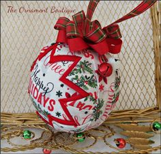 Quilted Fabric Ornaments, Quilted Christmas Ornaments, Christmas Crafts, Christmas Holidays, Christmas Bulbs, Xmas, Happy Holidays Wishes, Fabric Balls, Ornaments Design