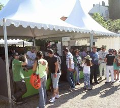 La organización eleva a 18.000 las visitas de la Feira do Viño http://www.rural64.com/st/turismorural/La-organizacion-eleva-a-18000-las-visitas-de-la-Feira-do-Vino-5151