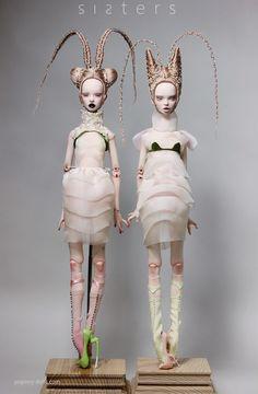 Popovy Sisters – Art dolls by Popovy Katya & Lena Bjd Dolls, Doll Toys, China Vase, China Mugs, Popovy Sisters, Drag, Creepy Dolls, Doll Parts, Doll Repaint