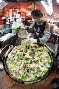 ナイトマーケットは庶民の食の宝庫!  圧倒される熱気です。