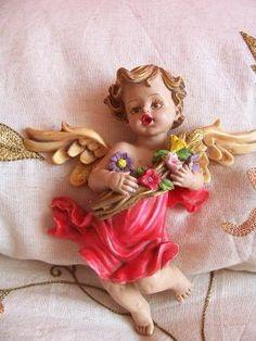pintar figuras de yeso | Aprender manualidades es facilisimo.com Sacred Garden, Angel Heart, Princess Zelda, Disney Princess, Cherub, Shabby, Cupid, Disney Characters, Fictional Characters